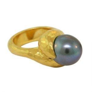 22 Karat Gold Tahitian Black Pearl Ring