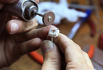 The Advantages of Handmade Jewelry