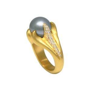 22 Karat Gold Gray Tahitian Pearl & Diamond Claw Ring