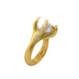 22 Karat Gold South Sea White Pearl Pave Diamond Ring
